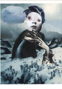 In einer fiktiven Winterlandschaft fügt sich die Figur in den Hintergrund ein